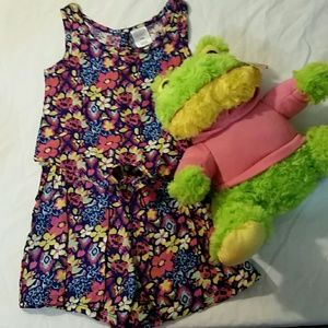 Other - 🐸NWOT Little girl 2 piece set with frog🐸